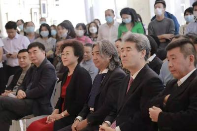 """""""行走的人——在中国与世界之间的吴为山""""展览开幕"""