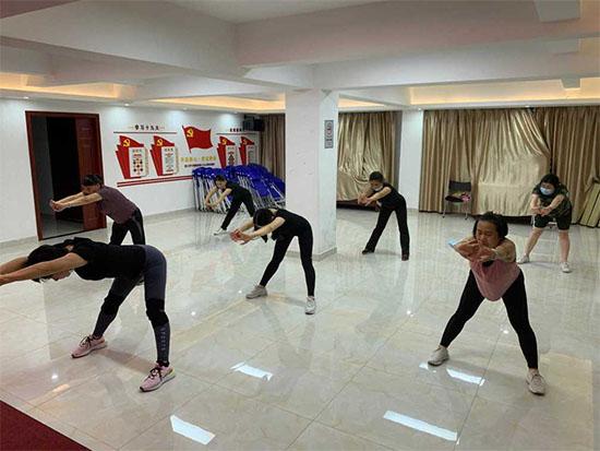 明珠社区开展健身操培训